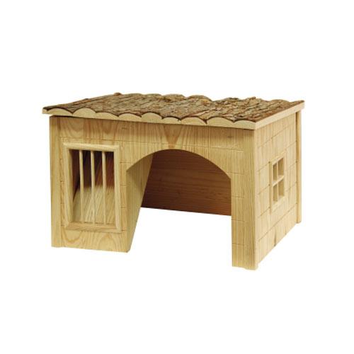 Gezellig houten speelhuisje met een eigen hooiruif