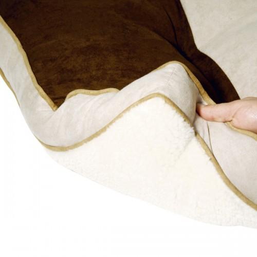 Het kussen is omkeerbaar en kan aan twee kanten worden gebruikt